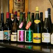 ビール、日本酒、ワインそれぞれの専門業者やお馴染みのゲストと相談してそろえる、料理に合うラインナップ。連続ドラマで出ていた『まんさくの花』やカベルネ・ソーヴィニヨンの『ランチ32』にご注目!