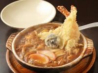 コシのあるオリジナル麺は食べごたえ抜群。濃厚な本格『煮込みうどん 天ぷら入』