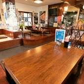 小上がりのテーブル席は人数に合わせて使えて便利