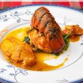 プリプリ食感が美味な『活オマール海老の蒸し焼き』