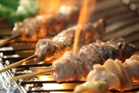 県北の高宮熟成鶏を毎日店内でカットから手仕込みしております。自慢の自家製ダレでお召し上がりいただくのがおすすめです。