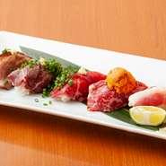 なかなかお目にかかれない桜肉寿司。タン炙り、トロの雲丹のせ、バラ肉、ヅケ、赤身の5貫の盛り合わせです。特製のタレを刷毛で塗って提供しているので、そのままお召し上がりください。