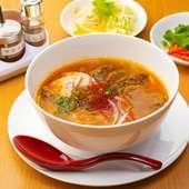 本場ベトナム人が選ぶNo.1メニュー 米粉の丸麺ブンを堪能できる『牛肉ピリ辛麺(ブンボーフェ)』