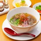 自慢のスープは一から手づくり 牛の旨味を存分に堪能できる『牛スネ肉のフォー(フォーナンバップボー)』