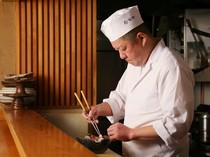 「温かいおもてなしを京都を感じるお料理と共に」と語る青谷氏