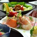 日本酒との相性も抜群の旬会席。バランスの良い料理構成で銘々盛りでご提供しますのでご接待にもオススメ