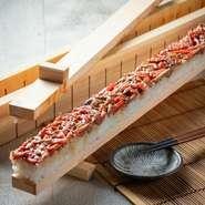 ハーフ牛ユッケ寿司980円 単品でのご注文はもちろんのどか自慢の『店長おすすめ!のどかコース』でもお出しさせてきます!必食の逸品です。是非お楽しみ下さいませ!