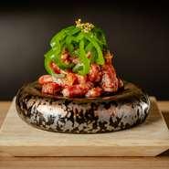 カウンター席で楽しむ会員限定の肉割烹は【肉の匠 ひうち】ならではの特別なおもてなし。肉のプロフェッショナルが自信を持って薦める逸品たちを、特等席で楽しめます。