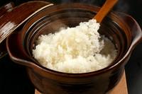 コースの締めくくりにはふっくら炊き上げた土鍋ご飯を用意。お米は焼肉に合わせて特別にブレンド。焼肉との相性は言わずもがな。締めくくりの逸品も好きなスタイルで楽しめます。