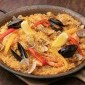 瀬戸内の魚介の香りと旨みを存分に満喫。大きな専用鍋で炊き上げた『瀬戸内魚介の鉄板パエリア』