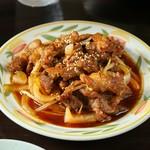 バラ肉と玉ねぎを焼肉のタレで炒めた当店おすすめスタミナ満点メニュー!