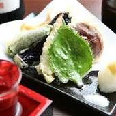 一品一品職人の技でカラリと揚げた『天ぷら盛り合わせ』