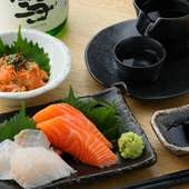 新鮮な魚介を堪能できる『本日のお刺身合い盛り/なめろう』