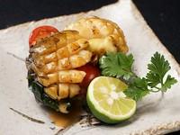 アツアツで柔らかな食感を堪能できる『アワビのガーリックバター』