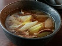 里芋、こんにゃく、醤油など山形から直送される食材を使用