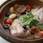 魚介の旨みが凝縮されたスープが絶品『一匹まるごと! 鯛のアクアパッツァ』