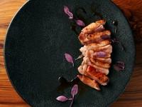 燻製コースに燻製鴨ローストや大人気燻製チーズ豆腐が付いた豪華プラン。 一人一皿でご提供します。