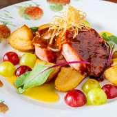 季節のフルーツを使ったソースでいただく『豚ヒレベーコン巻きステーキ 2種のソース』
