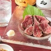 絶妙な炙りで肉の旨みを引き出す注目の新メニュー『和牛炙りタタキ』