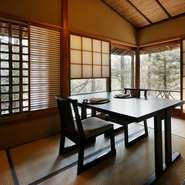 則竹氏がつくりあげる美しい料理の数々を堪能できます。熟練の職人がつくり上げる一皿に、食通の方もきっと満足できるハズ。京料理が好みの方をもてなす際にピッタリの一軒です。