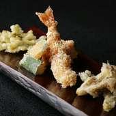 見た目にも美しい『海老のおかき揚げ 季節の野菜天麩羅』