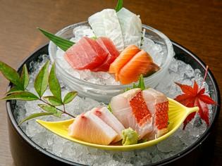 包丁の入れ方にもこだわった『旬の旨魚特別造り盛り』