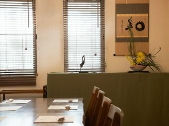 昼・夜共に1組限定の、隠れ家的な雰囲気漂う料理店