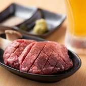 希少な国産牛タンを贅沢に味わう『厚切りタン』