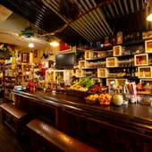 お酒や料理をよりおいしくしてくれる高級食器が、非日常を演出