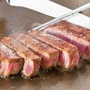 """九州産の厳選和牛(佐賀牛や伊万里牛など)のみを使用しています。こだわりの""""塩""""と""""山葵""""で頂くステーキはお肉の旨味を最大限に味わうことができます。※コースのみの注文になります(6500円~)"""