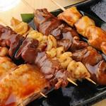 人気の部位串の盛り合わせです!国産ブランド鶏を使用してバラエティーに富んだ肉質は食べ進めることにお酒もドンドン進みます♪塩・タレお好みにあわせて♪