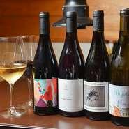 フランス産を中心に、独自のルートで仕入れられた12~13種類のオーガニックワインが常に用意されています。オーガニックワインは肉を引き立てるだけでなく、添加物がほとんど含まれていないというメリットも。
