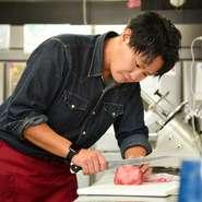 「料理だけでなく、接客にも力を入れています」と語る田仲氏。初めての方には親しみを込めた挨拶を、常連客には新鮮さや特別感が得られるように、同じ料理でも盛り付けや皿を変えるなど、工夫しているそうです。