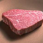 料理に使われるのは、最上級の宮崎牛を中心に、A5ランク限定の厳選された国産和牛。「シャトーブリアン」や希少な「ヒレ」「サーロイン」など、納得したものだけが使われます。