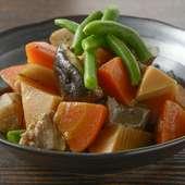 お通しとして供される、ほっと落ち着く福岡の家庭料理『がめ煮』