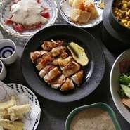 自然薯とろろ味噌鍋や、自然薯鶏スキ鍋が楽しめる。会社の集まりや、仲間との飲み会に!送別会・歓迎会や、同窓会、クラス会にも。