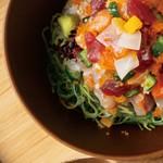 ビストロでは定番のウフマヨを頂鯛風にリッチにアレンジ。