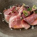 この板チョコどこかでみたことあるような、、、でもあの板チョコとはひと味違うんです!食べてからのお楽しみ♡ アーモンドたっぷりのガトーショコラ