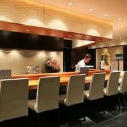 必要以上にお客様の空間に入らないことで、お客様がリラックスして食事を楽しんでいただけるように心配りをしています。