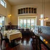 リゾート感満載! 江津湖を一望できるガーデン席&テラス席を設え