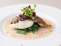コース料理の「本日の魚料理」の一例。