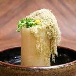 秘伝の出汁が染み込んだ大根のおでん天ぷら