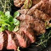 サクッ&モチッとした食感がたまらない。特製の生地でつくられた『ピザ』