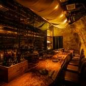 オーナーがセレクトする約400種類の豊富なワインをご提供