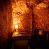 特別な日のデートに使いたい、幻想的なムード漂う二人用の個室