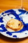 焼鳥屋らしくチーズを串に刺して焼いてます。
