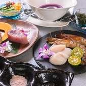 新鮮な車エビならではのプリップリの食感と甘さを満喫できる『鉄板焼き 沖縄県産車エビ使用の海鮮コース』