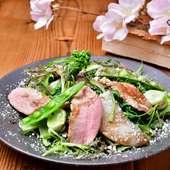 くんせい鴨と春野菜のサラダ