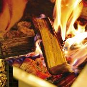 薪焼きにこだわり。薪からの水分でジューシーに仕上がります