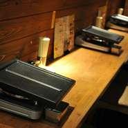 デートにも使えるカウンターのお席!2人でゆったり楽しむならここ。アットホームな店内です。